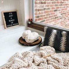 Today has been the kind of day where you want to stay wrapped up in layers + blanket nests, making all the warm things ➰ Monday hasn't been so bad after all 🧡