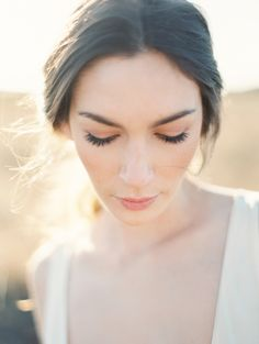 natural wedding makeup ideas via oncewed.com