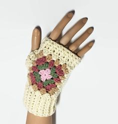 These Granny Square Gloves are Eye Catching, warm and comfortable to wear. Unique accesory for your brand new look, you will love it! These granny gloves will keep your hands warm in cold autumn/winter time Keep your fingers free to drive, type, text .......... They are cozy and #yarngloves #grannysquaregloves #wristwarmers #crochet365 #crochetgloves #yarngloves #grannysquarewristwarmers