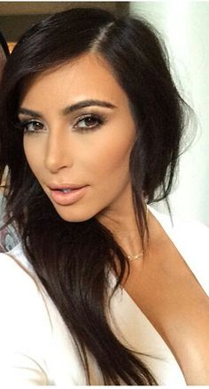 Kim kardashian always love her makeup