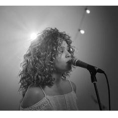 white tiger izzy bizu album cover   In ihren Songs verbindet Izzy viele verschiedene Stile...