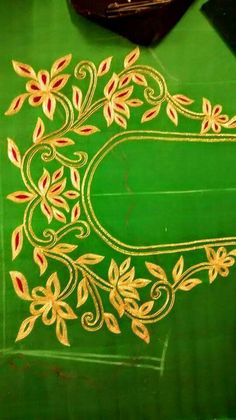 Nice floral embroidered Sari p Simple Blouse Designs, Blouse Designs Silk, Designer Blouse Patterns, Bridal Blouse Designs, Kurti Patterns, Embroidery Works, Hand Embroidery Designs, Embroidery Motifs, Maggam Work Designs