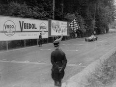 #10 Juan Manuel Fangio (Arg) - Alfa Romeo 158 (Alfa Romeo 8S) 1 (2) Alfa Corse / SA Alfa Romeo