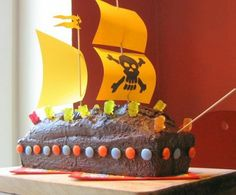 How cute is this Pirate Cake? Just bake your cake in a loaf pan and decorate with Gummi Bears, M&Ms, use bamboo skewers for masts, paper sails, etc. You could get sooo creative! Geek Cake, Cake Lego, Cake Cookies, Cupcake Cakes, Pirate Ship Cakes, Just Bake, Best Candy, Pirate Birthday, Diy Cake