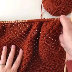 Knitting Videos, Sweater Knitting Patterns, Easy Knitting, Knitting Designs, Crochet Crafts, Crochet Yarn, Crochet Stitches, Crochet Patterns, Beginner Crochet Projects