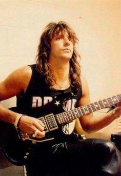 Beautiful Richie Sambora in the 80's with one of my favourite guitars! ★