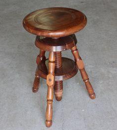 Tabouret à vis d horloger en bois foncé