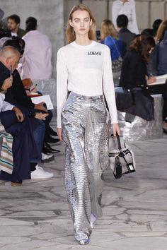 Loewe S/S 2016 Ready-To-Wear - Paris Fashion Week