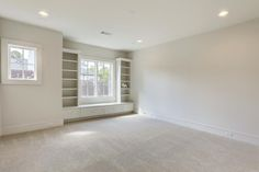 6631 Edloe Southside Place, TX 77005: Photo Secondary bedroom with en suite bath, built-in window seat, walk-in closet, and recessed lighting