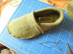 DIY- great instructions to make slippers from old sweaters.