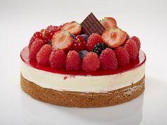 Chees Cake   Pan di spagna alla vaniglia, crema cheese, sbrisolona di mandorla e gelatina di lampone
