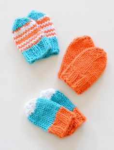 Baby Mitts (free knitting pattern) I made these with the Blue Sky Alpaca organic cotton worsted and they are wonderful! Knitting For Kids, Baby Knitting Patterns, Knitting Projects, Crochet Projects, Crochet Patterns, Knitting Ideas, Baby Mittens, Knit Mittens, Knitted Hats