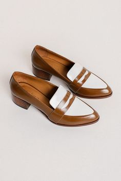 https://www.garmentory.com/sale/thelma/womens-loafers/249814-the-penny-loafer-*-saddle-spectator#sm.0000041g38jhyef4xtn1h3ibkikrj