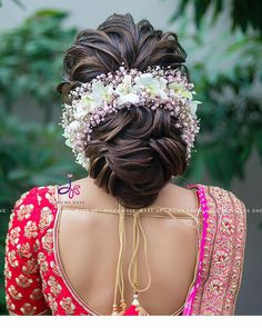 10 Inspiring Indian Wedding Hairstyles for Long Hair Ditch the same old ponytail and braid, and get inspired with these ten jaw-dropping hairstyles for Indian weddings. From a retro hairdo to a crimped hairstyle let's take a look at what's trending for l Bridal Hairstyle Indian Wedding, Bridal Hair Buns, Bridal Hairdo, Hairdo Wedding, Indian Wedding Hairstyles, Indian Hairstyles For Saree, Wedding Bride, Indian Bride Hair, Diy Wedding