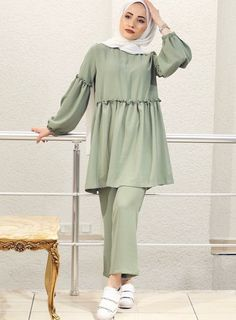 Hijab Fashion Summer, Modest Fashion Hijab, Pakistani Fashion Casual, Iranian Women Fashion, Arab Fashion, Pakistani Dress Design, Muslim Fashion, Mode Abaya, Hijab Look