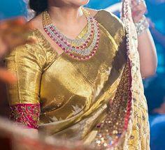 Golden saree with Ruby Neck piece Set Saree Blouse Neck Designs, Bridal Blouse Designs, Saree Dress, Blouse Dress, Indian Jewellery Design, Gold Jewellery, Indian Jewelry, Diamond Jewelry, Golden Saree
