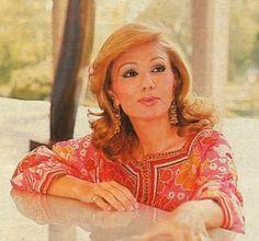 Farah Diba - Queen and Empress of Iran Great Women, Beautiful Women, Auburn, Persian Princess, Pahlavi Dynasty, Farah Diba, The Shah Of Iran, Royal Court, Best Portraits