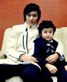 Gu Jun Pyo with his junior artist