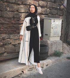 Muslimische Mädchen Neue Hijab-Mode: edanurkir The Many Use Hijab Fashion Summer, Modern Hijab Fashion, Street Hijab Fashion, Hijab Fashion Inspiration, Muslim Fashion, Mode Inspiration, Abaya Fashion, Islamic Fashion, Modesty Fashion
