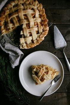 Salted Caramel Apple Pie #vegan #dairyfree