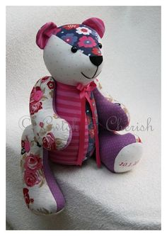 how to make a memory bear from old clothes Fabric Crafts, Sewing Crafts, Sewing Projects, Craft Projects, Diy Teddy Bear, Teddy Bears, Memory Pillows, Memory Quilts, Memory Crafts