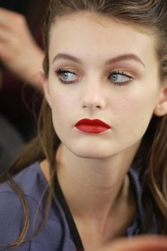 Miu Miu Fall 2011 - 40's makeup