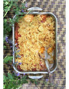 Recette Crumble pêches-abricots : Préparez le crumble. Mélangez 250 g de beurre salé, 300 g de farine et 200 g de cassonade, jusqu'à obtention d'un « ...