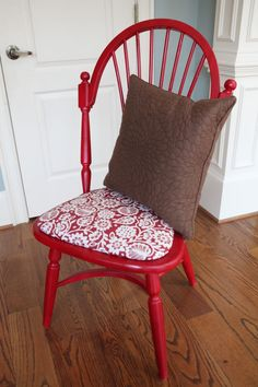 Katie took 20 years off this ol' chair by giving this chair a makeover!