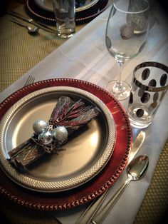 Napkin rings for sparkly winter Christmas table