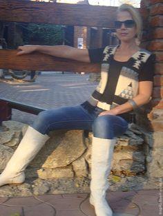 Купить или заказать жилет вязаный жаккардовый в интернет-магазине на Ярмарке Мастеров. Жаккардовый шерстяной жилет связан на спицах.ненавязчиво украшен бусинами, чтобы подчеркнуть рисунок , по низу идет бахрома.