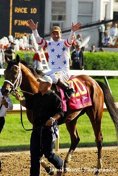 2008 Kentucky Derby - Big Brown , I should have taken this horse to post twice but instead recovered from a broken back , regrets , we all have a few Saratoga Horse Racing, Derby Winners, Sport Of Kings, Big Brown, Thoroughbred Horse, Derby Day, Racehorse, Kentucky Derby Hats, Beautiful Horses