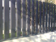 Vallas para todas las viviendas, Acero Decor dá creatividad y diseño a tus vallas sin ningun compromiso. Pide tu presupuesto. Front Fence, Metal Fence, Fence Gate, Outdoor Fencing, Garden Fencing, Modern Fence Design, Balcony Railing Design, Boundary Walls, Arch House