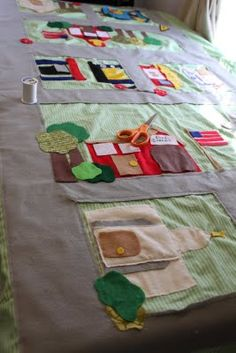do it yourself divas: DIY: Car Mat/Play Mat made from Felt Car Play Mats, Car Mats, Baby Crafts, Felt Crafts, Sewing Crafts, Sewing Projects, Felt Play Mat, Diy Quiet Books, Do It Yourself Crafts