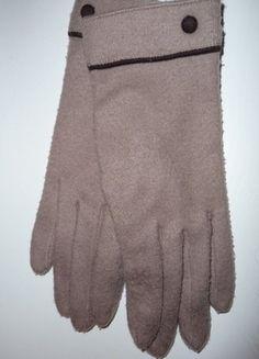 Kupuj mé předměty na #vinted http://www.vinted.cz/doplnky/rukavice/15465981-bezove-rukavice-s-hnedymi-knoflicky