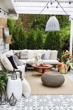 Perfect Patios: How to Create a Stunning Outdoor Space Patio Decor Back Patio, Backyard Patio, Cozy Patio, Backyard Landscaping, Patio Table, Outdoor Rooms, Outdoor Furniture Sets, Outdoor Patios, Outdoor Seating