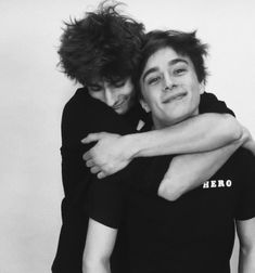 It's so goddamn cute that they got so close in real life. I mean look at those faces🥺💞💖 Gay Aesthetic, Couple Aesthetic, Gay Mignon, Skam Isak, Isak & Even, Maxence Danet Fauvel, Cute Gay Couples, Poses, France