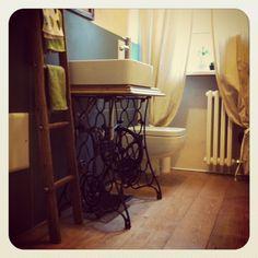 Biancodicalce - Blog  Restaurare una vecchia macchina da cucire Singer e utilizzarla come mobile per il bagno..