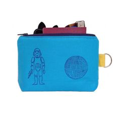 Eccoci! Nuova stampa per la mini Clutch Sith la cosa che piu mi piace é che sono tutte diverse. ----------------------------------Aquí estamos! Nueva estampa por la mini Clutch Sith la cosa que mas me gusta es que son todas diferente! #single #woman #nerd #geek #starwars #clutch #sith #stamp #sellos #print #printwork #maker #handmade #handcrafted #oneofakind #hechoamano #blockprint #illustration #thankgoditscraftday