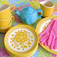 These cheery sunshine yellow dishes, tea pot, and cups are a pretty way to perk up your day at the breakfast table