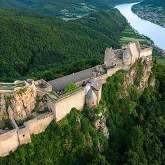 Aggstein Castle Ruin and Danube River in Wachau Austria Castle Gate, Castle House, Castle Ruins, Beautiful Castles, Beautiful Buildings, Beautiful Places, Medieval World, Medieval Castle, Austria