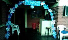 Arco Frozen con copos en goma eva