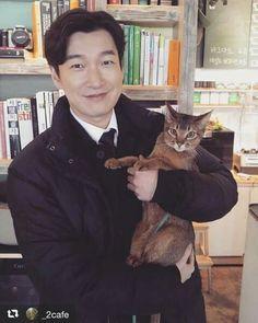 @cafe Dramas, Handsome Korean Actors, Kdrama Actors, Gong Yoo, Actor Model, Pose Reference, Korean Drama, Celebrity Crush, Animal Kingdom