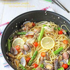 フライパンでワンポットパスタ☆レモンガーリックバターパスタ by ぱおさん | レシピブログ - 料理ブログのレシピ満載!  今日はパスタ~!!フライパン1つで作る・・・ワンポットパスタ!!フライパンだからワンパンパスタかな?別茹では暑くて夏は面倒なので・・・フライパンでパスタも野菜も一緒に茹でちゃう簡単パスタです。バ...