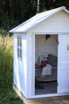 Inreda en lekstuga - Lovely Life Lovely Life Shed, Outdoor Structures, House, Life, Space, Summer, Floor Space, Summer Time, Home