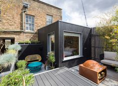 A Blackened Wood Addition Created Space For Another Bedroom At This House In London Photography by Agnese Sanvito Nicholas Kirk Architects has completed the refurbishment of a period property in London England that included nbsp hellip Newington Green, Coastal Master Bedroom, Building Extension, British Architecture, Remodeling Companies, London Property, Surface Habitable, Garden Studio, Modern Coastal