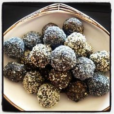 These RawSpirulinaProtein Balls are very tasty and are high in protein due to the nuts, seeds, spirulina and natural protein powder. Great to eat prior to wor