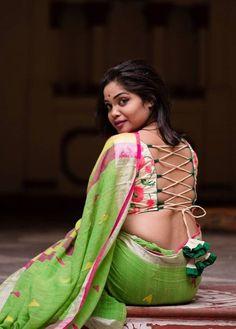 Beautiful Blonde Girl, Beautiful Girl Indian, Most Beautiful Indian Actress, Beautiful Saree, Blouse Back Neck Designs, New Blouse Designs, Stylish Blouse Design, Dehati Girl Photo, Curvy Girl Lingerie