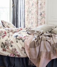 Use our comfy bed linen, classic curtains and decorations to create a space for relaxing, recuperation and sweet dreams – shop everything for the bedroom! Home Interior Design, Girly Bedding, Bedroom Decor, Bedroom Interior, Home, Decor Interior Design, Bedroom Storage, Home Collections, Classic Curtains