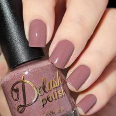 A mauve cream, dusted with delicate yet fierce copper color shifting flakies and gorgeous shimmer that's bound to make you roar! This listing is for a full sized 15ml bottle. Swatches: Delicious Nails