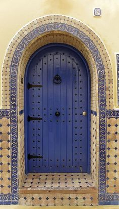 Beautiful blue door and tiles in Asilah, Morocco Cool Doors, Unique Doors, Portal, Door Knockers, Door Knobs, Marrakech, Gates, When One Door Closes, Door Gate